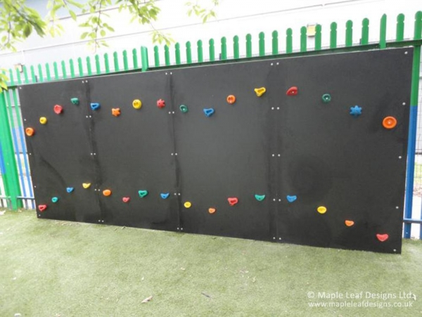 Hexadeck Traverse Wall with Grips